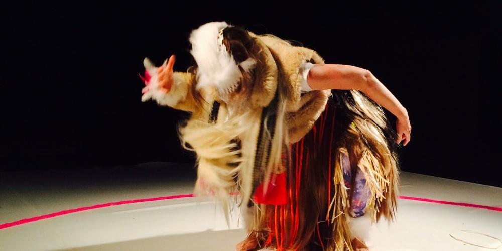 Résolument sauvage, la ménagerie de Sylvie Balestra se laisse pourtant approcher; et, un peu comme sous le chapiteau d'un cirque, c'est dans un cercle intimiste que le spectacle peut commencer.